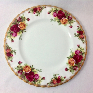 Vintage Royal Albert Old Country Roses plate